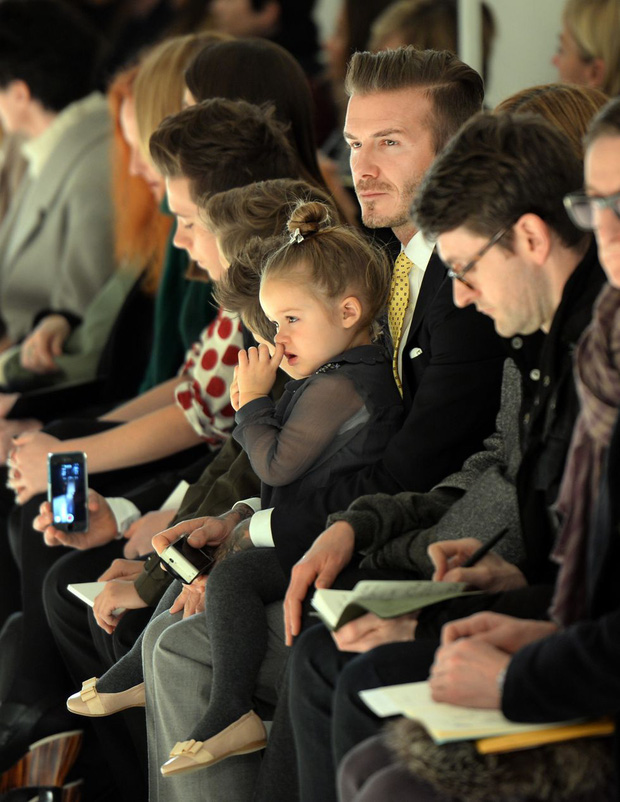 Lần nào dự show của bà Beck, công chúa nhỏ Harper cũng là người ăn diện nhất, chiếm spotlight của cả nhà - Ảnh 16.