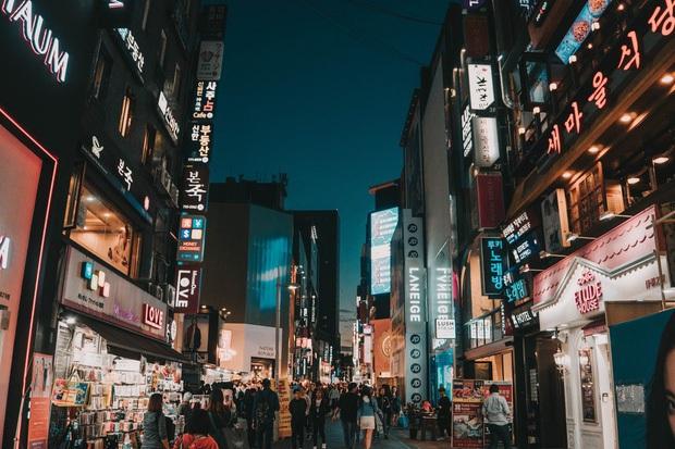 Khám phá những khu phố đình đám bậc nhất Seoul, có nơi bỗng vụt sáng trở thành điểm check in cực hot nhờ hiệu ứng của Itaewon Class - Ảnh 2.