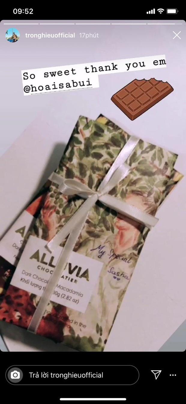 Hoài Sa lãng mạn tặng socola cho Trọng Hiếu dù Valentine đã qua: Cứ ngọt ngào thế này bảo sao netizen không ghen tỵ! - Ảnh 1.