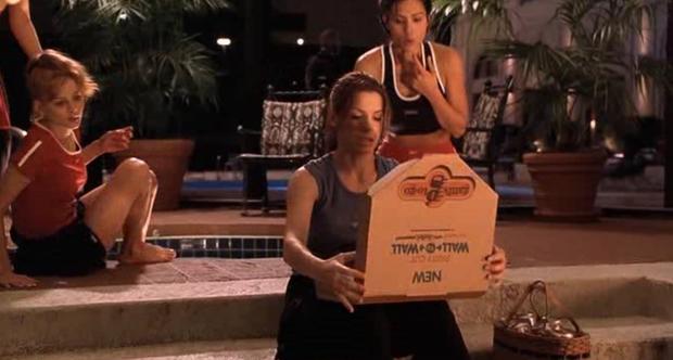 Lạ lùng chưa, Sắc Đẹp Dối Trá của Hương Giang sao lại giống hệt Hoa Hậu FBI của chị đại Sandra Bullock thế này? - Ảnh 15.