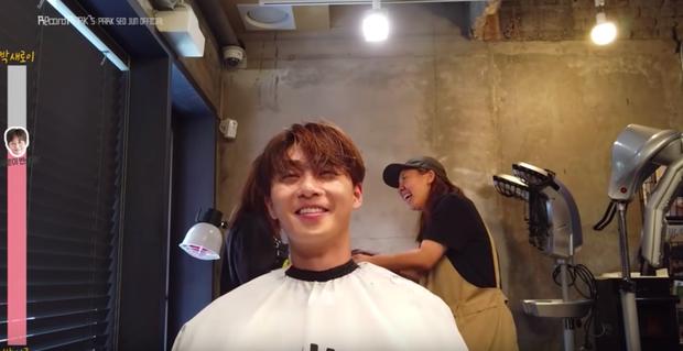 Lộ clip Park Seo Joon xuống tóc hóa ngố tàu Tầng Lớp Itaewon, tóc ngắn hay dài vẫn cưng muốn xỉu - Ảnh 3.