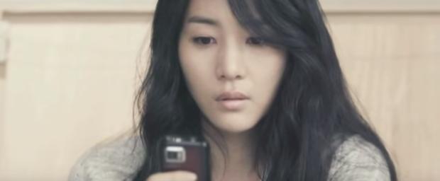 Bạn có nhận ra chị dâu trời hành của Son Ye Jin ở Crash Landing on You là nữ chính MV đình đám Sick Enough To Die một thời? - Ảnh 4.