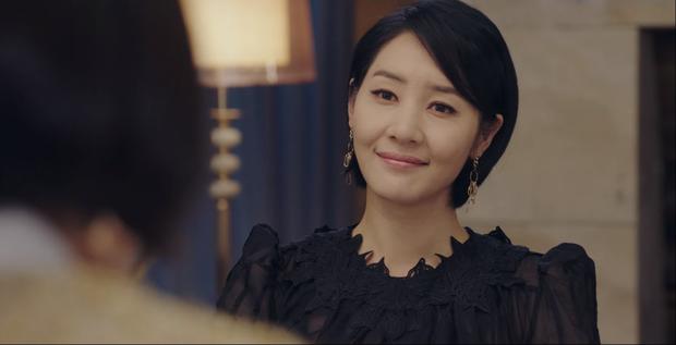Bạn có nhận ra chị dâu trời hành của Son Ye Jin ở Crash Landing on You là nữ chính MV đình đám Sick Enough To Die một thời? - Ảnh 5.