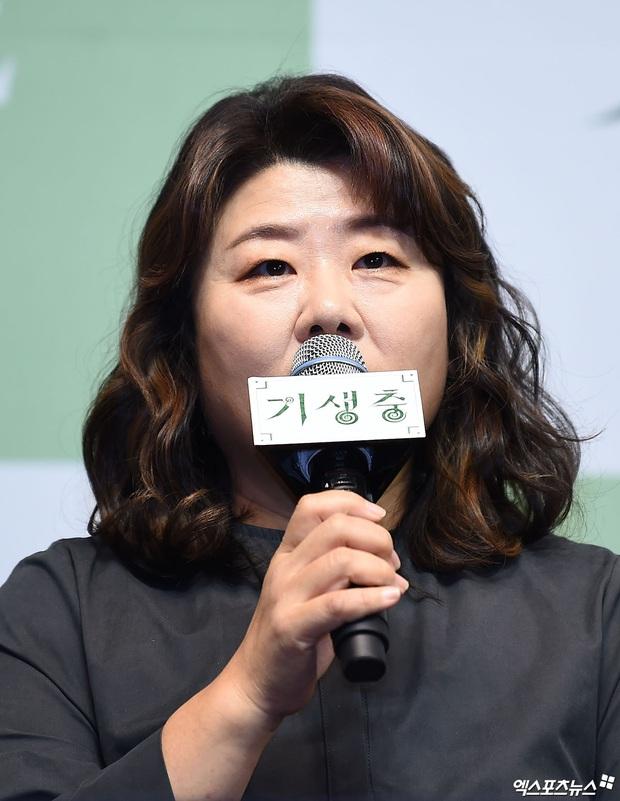 Họp báo đầu tiên của ekip Ký sinh trùng sau chiến thắng lịch sử ở Oscar: Park So Dam đẹp lạ, lấn át cả nữ hoàng 18+ - Ảnh 8.