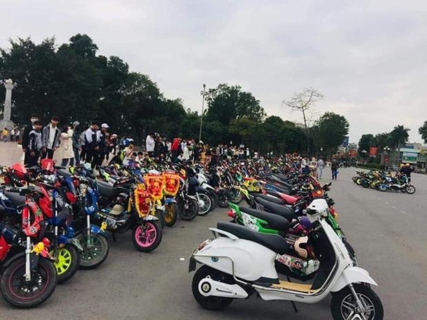 Phẫn nộ cảnh hàng trăm học sinh Nam Định tham gia off team xe điện giữa lúc được nghỉ học tránh dịch Covid-19 - Ảnh 4.