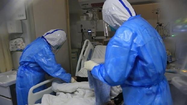 Nữ y tá và 3 người thân trong gia đình ở Vũ Hán qua đời vì nhiễm virus corona, chồng con đang được cách ly - Ảnh 1.