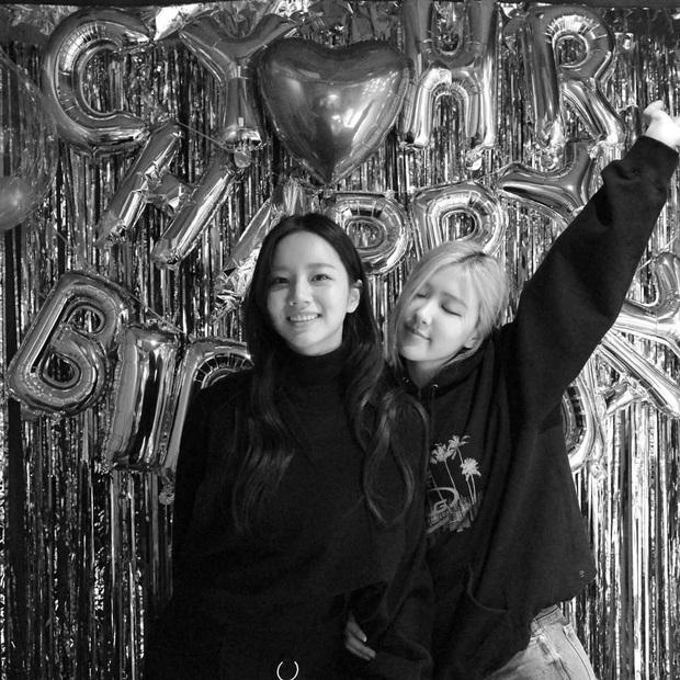 Loạt hình sinh nhật nóng bỏng tay của cặp bạn thân Rosé (BLACKPINK) - Hyeri (Girls Day): Bộ đôi mỹ nhân thân thiết của Kpop, khung hình nào cũng xinh ngỡ ngàng - Ảnh 7.