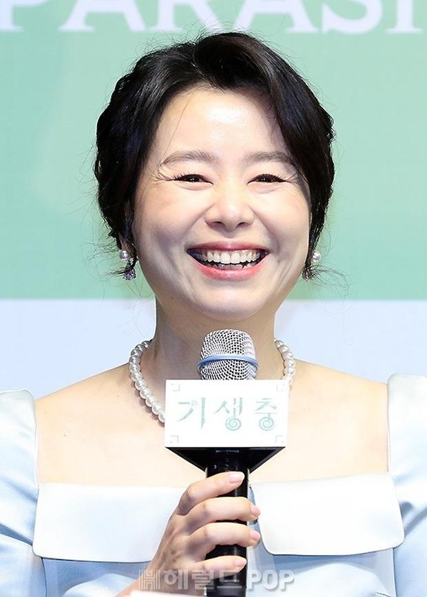 Họp báo đầu tiên của ekip Ký sinh trùng sau chiến thắng lịch sử ở Oscar: Park So Dam đẹp lạ, lấn át cả nữ hoàng 18+ - Ảnh 7.