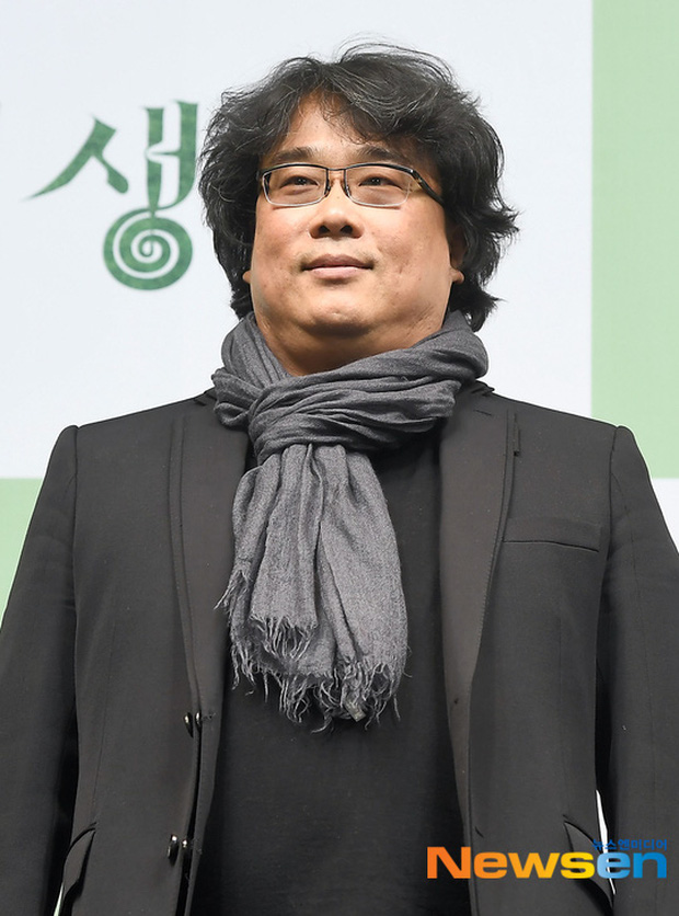 Parasite họp báo hoành tráng tại Hàn sau kì tích 4 giải Oscar: Phóng viên đông khủng khiếp, ai nấy đều xoáy vào chú Bong - Ảnh 1.