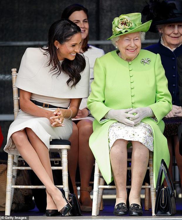 Nữ hoàng Anh ra động thái mới, cấm vợ chồng Meghan Markle sử dụng thương hiệu Hoàng gia để làm cần câu cơm? - Ảnh 3.