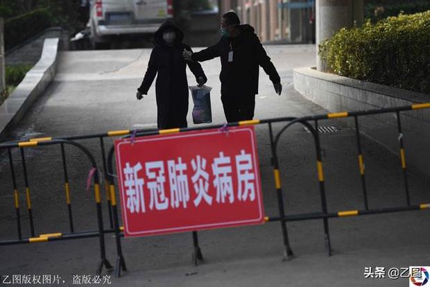 Ông bố giấu con gái trở về từ Vũ Hán, khiến gia đình nhiễm virus corona và hơn 1700 người khác phải cách ly - Ảnh 1.
