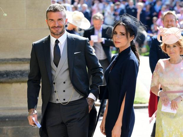 Bộ ảnh tạp chí mới gây xôn xao của Victoria: Sắc vóc của bà mẹ U50, 4 con như thế này bảo sao David Beckham mê mẩn - Ảnh 5.