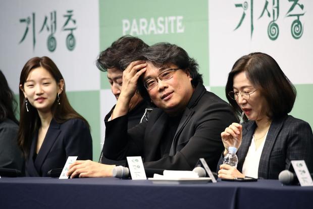 Dàn sao Parasite từ chối Mỹ tiến, khoe sắp tiệc tùng ở nhà Xanh cùng tổng thống Hàn - Ảnh 7.