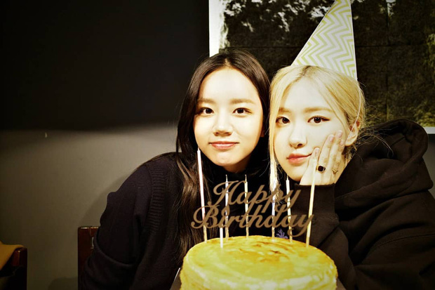 Loạt hình sinh nhật nóng bỏng tay của cặp bạn thân Rosé (BLACKPINK) - Hyeri (Girls Day): Bộ đôi mỹ nhân thân thiết của Kpop, khung hình nào cũng xinh ngỡ ngàng - Ảnh 3.