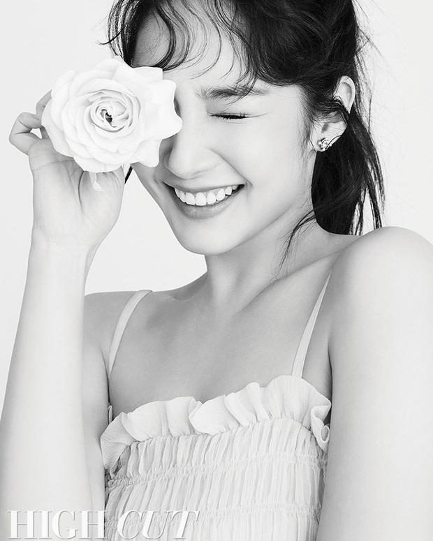 Hớp hồn vì bộ ảnh của Park Min Young: Đúng đẳng cấp nữ hoàng dao kéo đẹp nhất Kbiz, make up sương sương là đủ lên hình - Ảnh 6.