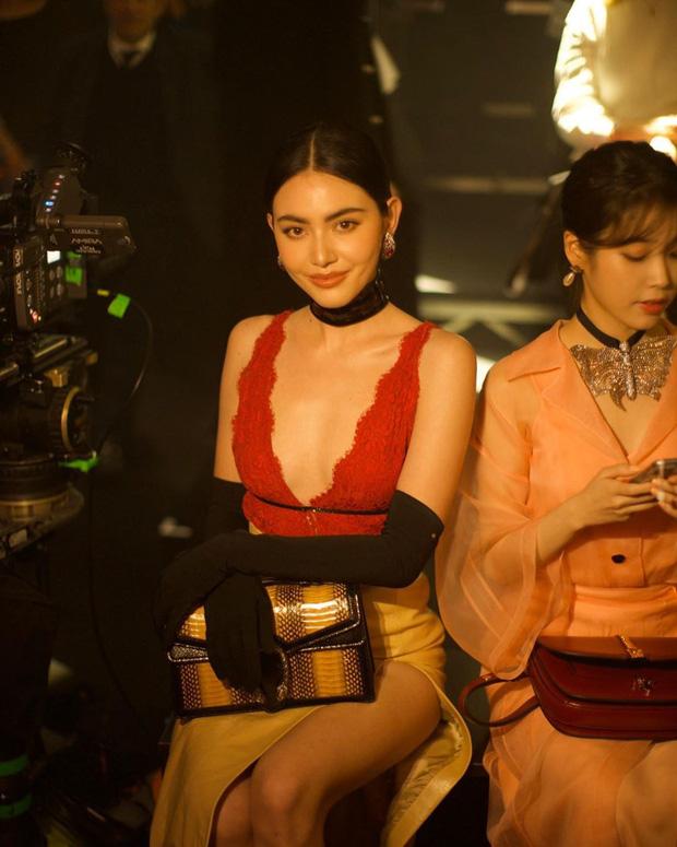 IU và Mai Davika ngồi cạnh nhau trên front row show Gucci nhưng vòng 1 sexy bức người của mỹ nhân Thái mới là nhân tố hot nhất - Ảnh 7.