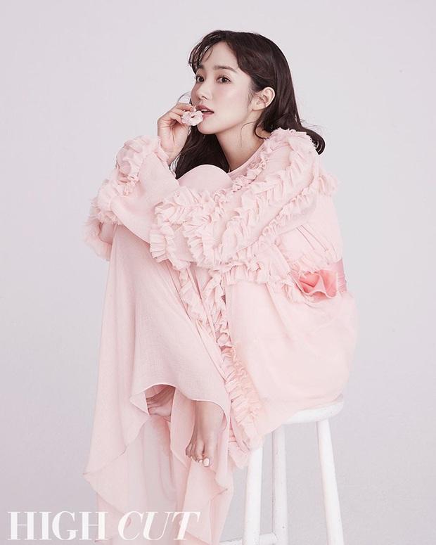 Hớp hồn vì bộ ảnh của Park Min Young: Đúng đẳng cấp nữ hoàng dao kéo đẹp nhất Kbiz, make up sương sương là đủ lên hình - Ảnh 4.