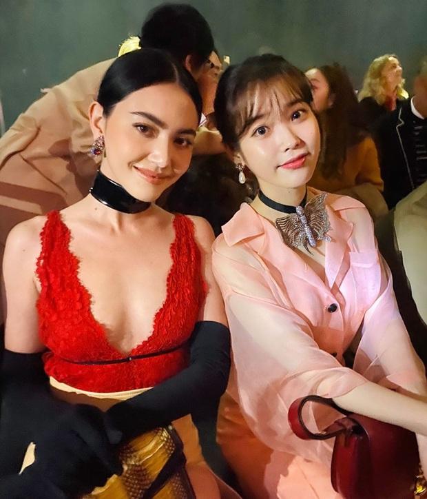 IU và Mai Davika ngồi cạnh nhau trên front row show Gucci nhưng vòng 1 sexy bức người của mỹ nhân Thái mới là nhân tố hot nhất - Ảnh 1.