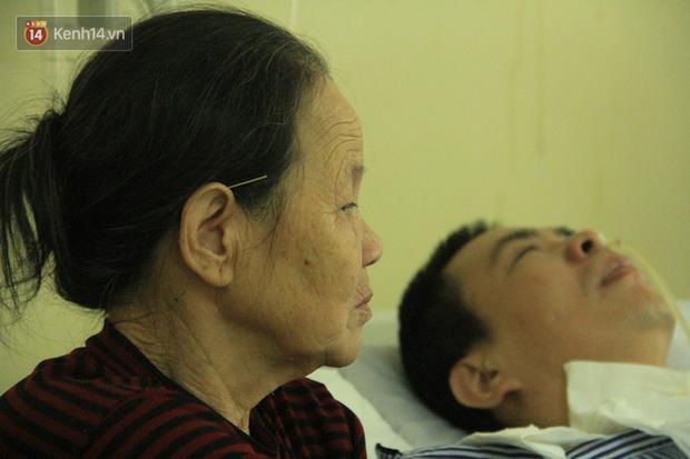 """Mẹ già suốt 2 năm kề bên giường bệnh con trai: """"Con nói đi mẹ nghe, mẹ quên mất tiếng nói của con rồi... - Ảnh 7."""