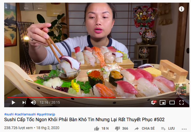 Góc dễ thương: Chiếc thuyền sushi trong vlog mới của Quỳnh Trần JP suýt… trôi đi vì quá nặng, ngồi ăn mà phải lo giữ không rơi mất! - Ảnh 1.