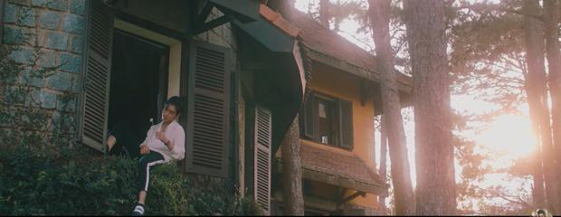 """HOT: Bên cạnh lượng dislike """"khủng"""", MV mới toanh của K-ICM còn gây chú ý bởi loạt cảnh quay tại nhiều điểm check-in nổi tiếng ở Đà Lạt - Ảnh 4."""