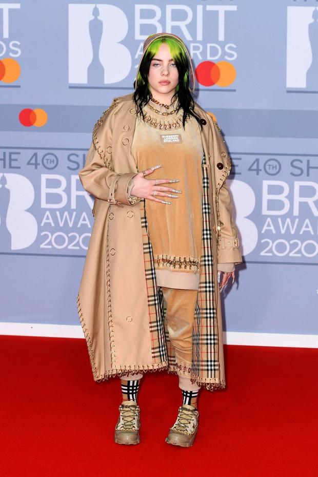 Billie Eilish dằn mặt anti-fan từng chê cô hát live yếu tại BRIT Awards, bật khóc nức nở khi lên nhận giải vì bị ghét bỏ khiến khán giả lo sốt vó! - Ảnh 5.
