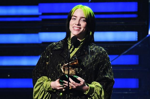 Billie Eilish dằn mặt anti-fan từng chê cô hát live yếu tại BRIT Awards, bật khóc nức nở khi lên nhận giải vì bị ghét bỏ khiến khán giả lo sốt vó! - Ảnh 4.