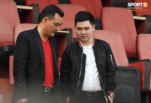 Chủ tịch 9x của CLB Hà Nội ngại ống kính nhưng tuyên bố đanh thép: Cầu thủ nào có định hướng ra nước ngoài đều được tạo điều kiện - Ảnh 1.