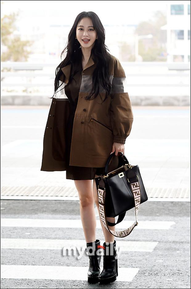 Đọ sắc khốc liệt với Han Ye Seul, nữ hoàng dao kéo Park Min Young vô tình lộ điểm nhạy cảm vì áo quá mỏng ở sân bay - Ảnh 5.