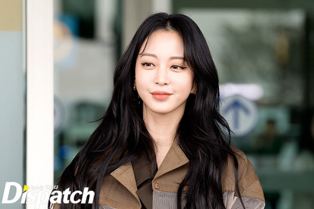 Đọ sắc khốc liệt với Han Ye Seul, nữ hoàng dao kéo Park Min Young vô tình lộ điểm nhạy cảm vì áo quá mỏng ở sân bay - Ảnh 8.
