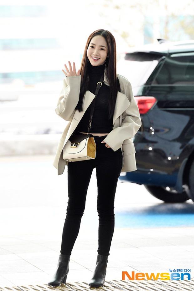 Đọ sắc khốc liệt với Han Ye Seul, nữ hoàng dao kéo Park Min Young vô tình lộ điểm nhạy cảm vì áo quá mỏng ở sân bay - Ảnh 10.