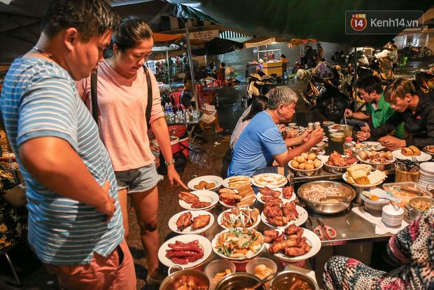 """Vừa vào Sài Gòn, vợ chồng Quỳnh Anh – Duy Mạnh đã đến ăn ngay """"cơm tấm bãi rác"""" nổi tiếng, quán có gì mà lại hot đến vậy? - Ảnh 4."""