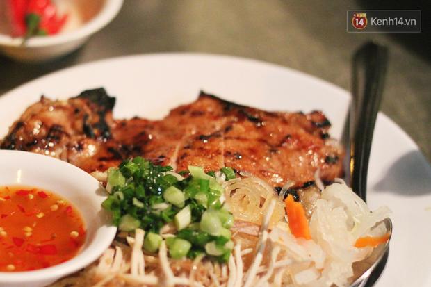 """Vừa vào Sài Gòn, vợ chồng Quỳnh Anh – Duy Mạnh đã đến ăn ngay """"cơm tấm bãi rác"""" nổi tiếng, quán có gì mà lại hot đến vậy? - Ảnh 6."""