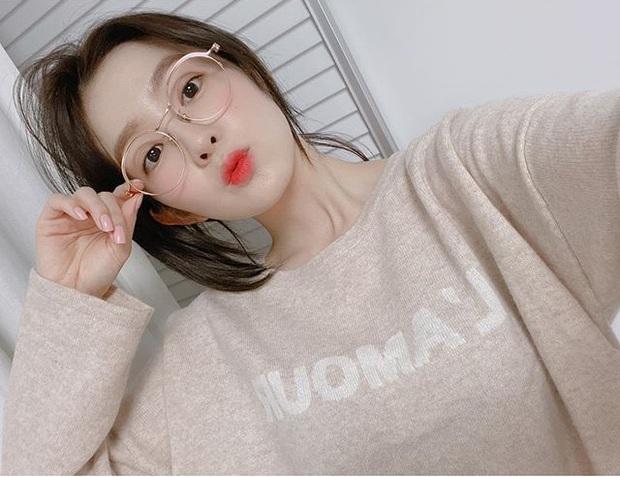 Nữ thần Irene (Red Velvet) khoe 2 hình selfie mà khiến dân tình tán loạn: Nhìn thế này ai nghĩ nữ idol đã 29 tuổi? - Ảnh 1.