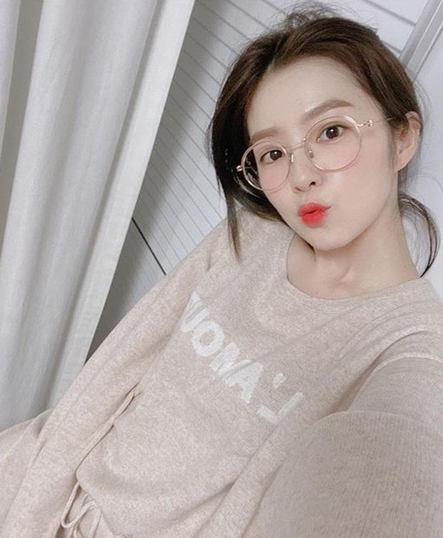 Nữ thần Irene (Red Velvet) khoe 2 hình selfie mà khiến dân tình tán loạn: Nhìn thế này ai nghĩ nữ idol đã 29 tuổi? - Ảnh 2.