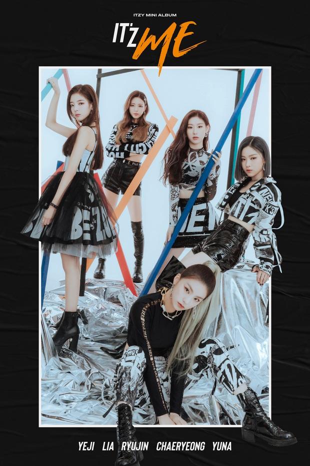 ITZY tung ảnh teaser version rõ mặt: Concept đi theo lối mòn, center Ryujin tiếp tục ra rìa nhưng vị trí ngồi không gây tranh cãi bằng… kiểu tóc - Ảnh 1.
