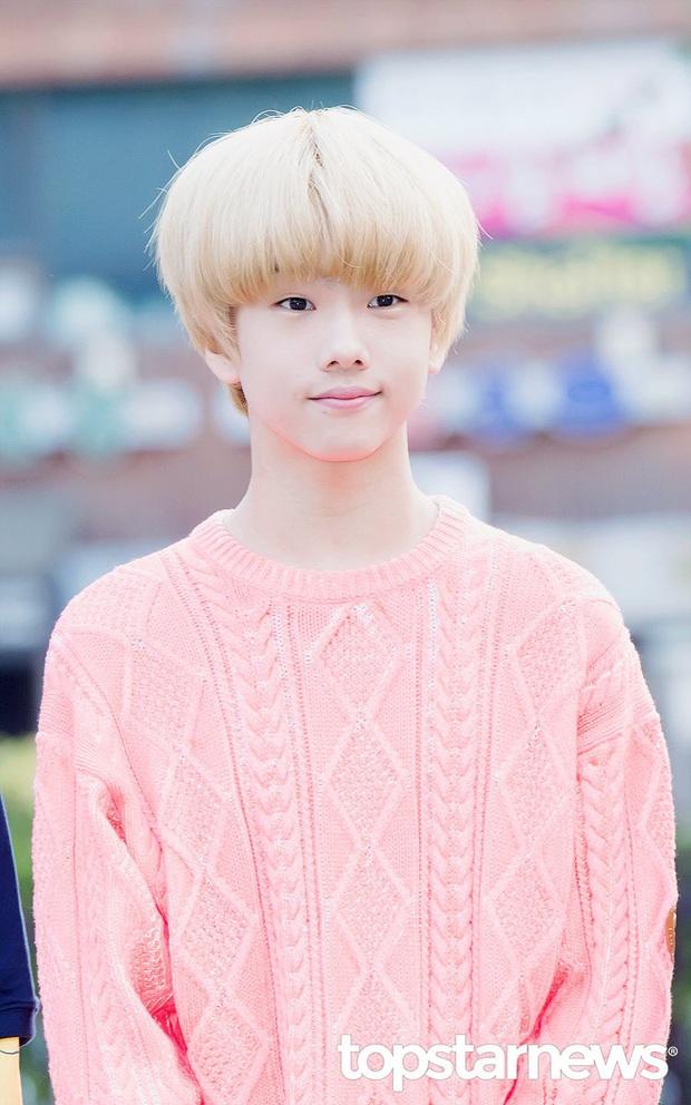 """Hội idol debut khi còn cơ nhỡ: Jungkook (BTS),Tzuyu (TWICE) đều bị thành viên boygroup của JYP """"soán ngôi"""" vì ra mắt năm mới... 11 tuổi - Ảnh 13."""