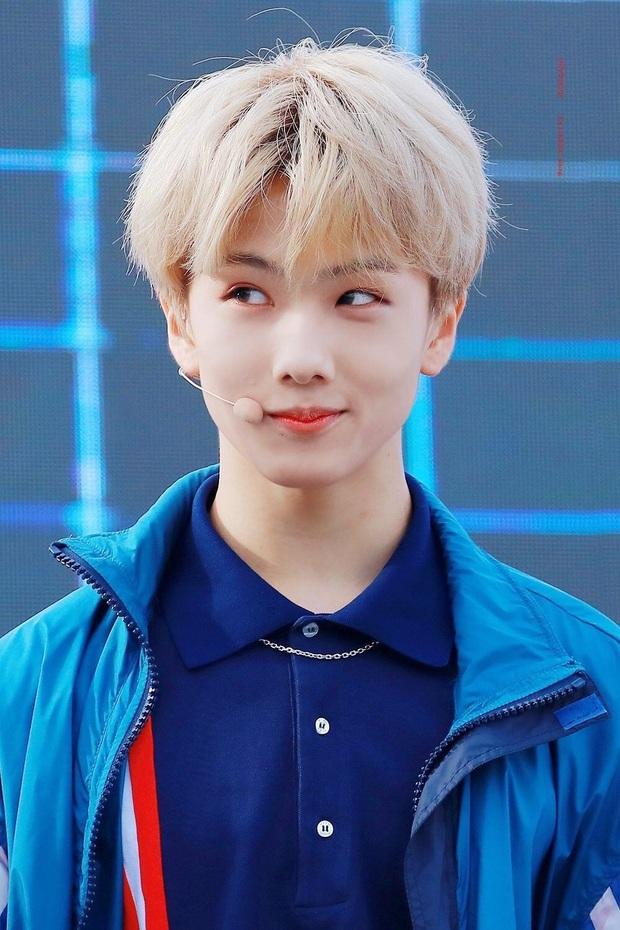 """Hội idol debut khi còn cơ nhỡ: Jungkook (BTS),Tzuyu (TWICE) đều bị thành viên boygroup của JYP """"soán ngôi"""" vì ra mắt năm mới... 11 tuổi - Ảnh 12."""