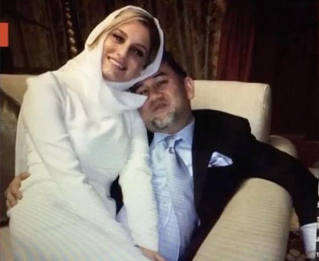 Hoa khôi Nga bất ngờ chia sẻ chuyện thâm cung bí sử: Bị vợ cũ của cựu vương Malaysia gọi điện dằn mặt chỉ sau 2 ngày kết hôn - Ảnh 1.