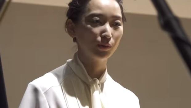 Con gái tài tử Ken Watanabe nghẹn ngào gửi lời xin lỗi vì chồng ngoại tình với nàng thơ Asadal - Ảnh 4.