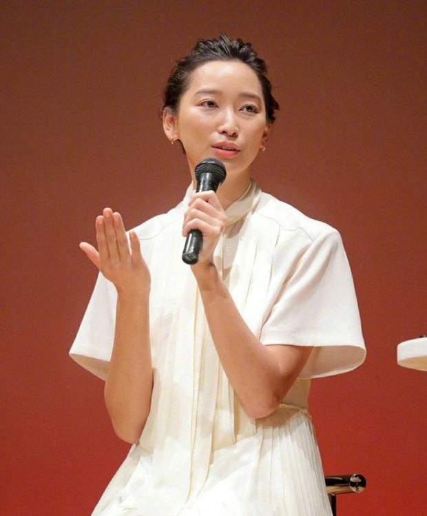 Con gái tài tử Ken Watanabe nghẹn ngào gửi lời xin lỗi vì chồng ngoại tình với nàng thơ Asadal - Ảnh 2.