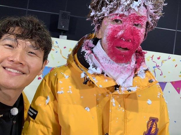 Kim Jong Kook chúc Lee Kwang Soo sớm hồi phục sau tai nạn nhưng vẫn không quên dìm hàng - Ảnh 2.