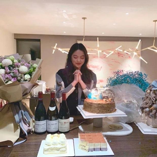 Sinh nhật tiểu thư tập đoàn giải trí lớn nhất Trung Quốc gây choáng nặng: Tất cả là vì giá trị món quà đặc biệt! - Ảnh 1.