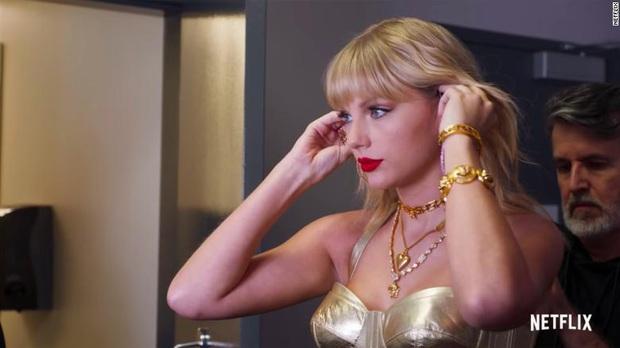 Review Miss Americana: Hào quang của rắn chúa Taylor Swift dệt bằng tài năng và nước mắt, phim chạm đến nỗi cô đơn tột cùng - Ảnh 2.