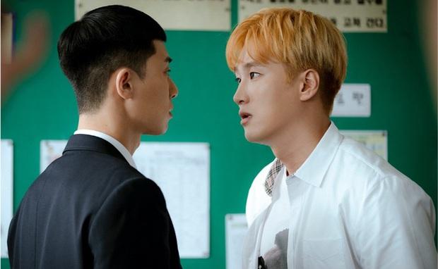 Review Tầng Lớp Itaewon: Anh thanh niên Park Seo Joon tẩm quất con quan tơi bời, thông điệp giàu nghèo ai coi cũng thấm - Ảnh 14.