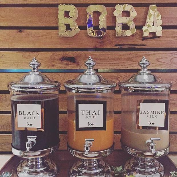 """Đám cưới đãi bia rượu là xưa rồi, giờ phải hâm nóng tình yêu bằng… trà sữa trân châu trong ngày lễ trọng đại mới """"đúng gu""""! - Ảnh 10."""