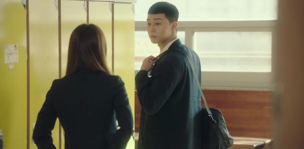 Review Tầng Lớp Itaewon: Anh thanh niên Park Seo Joon tẩm quất con quan tơi bời, thông điệp giàu nghèo ai coi cũng thấm - Ảnh 4.