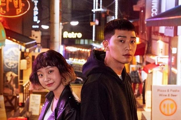 Review Tầng Lớp Itaewon: Anh thanh niên Park Seo Joon tẩm quất con quan tơi bời, thông điệp giàu nghèo ai coi cũng thấm - Ảnh 3.