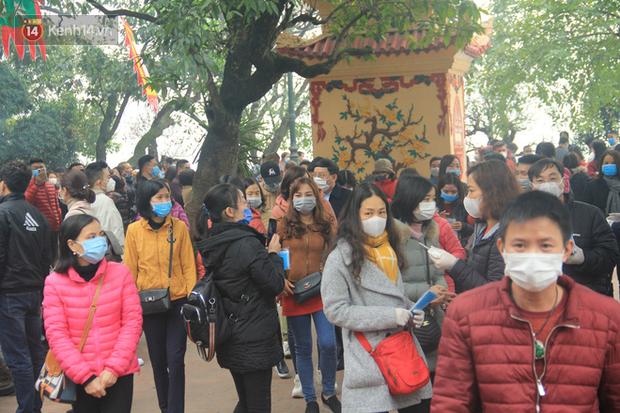 Phát miễn phí 75.000 chiếc khẩu trang y tế phòng ngừa đại dịch corona tại Hà Nội, nhiều người từ chối nhận - Ảnh 14.