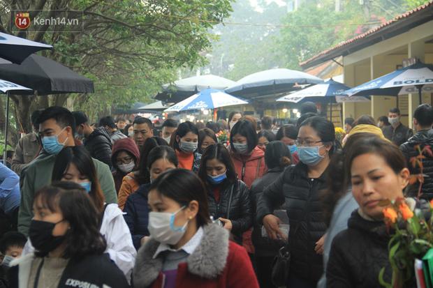 Phát miễn phí 75.000 chiếc khẩu trang y tế phòng ngừa đại dịch corona tại Hà Nội, nhiều người từ chối nhận - Ảnh 15.